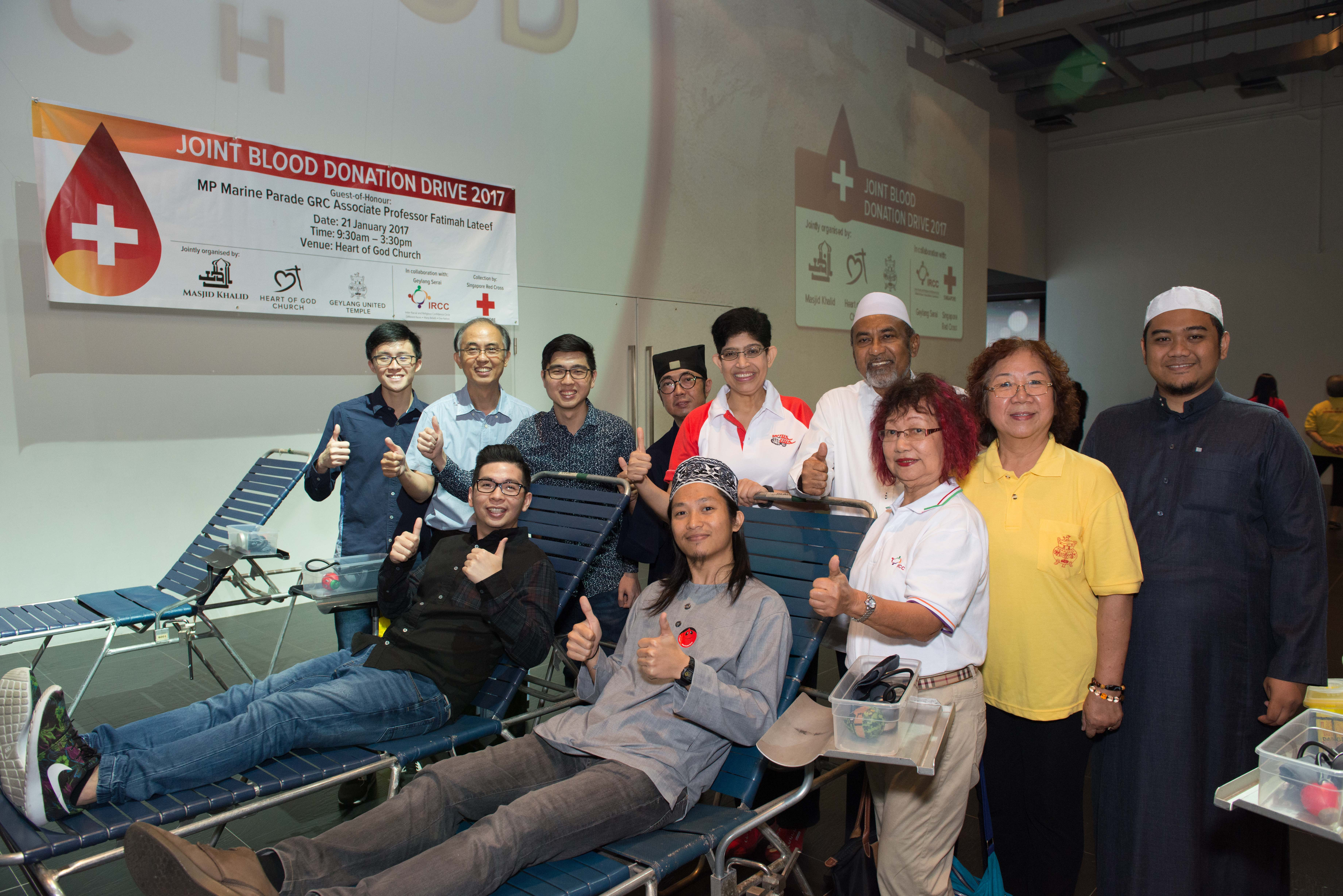 Religious leaders from Heart of God Church, Khalid Mosque & Geylang United Temple together with Minister of Parliament Associate Professor Fatimah Lateef at the Joint Blood Donation Drive